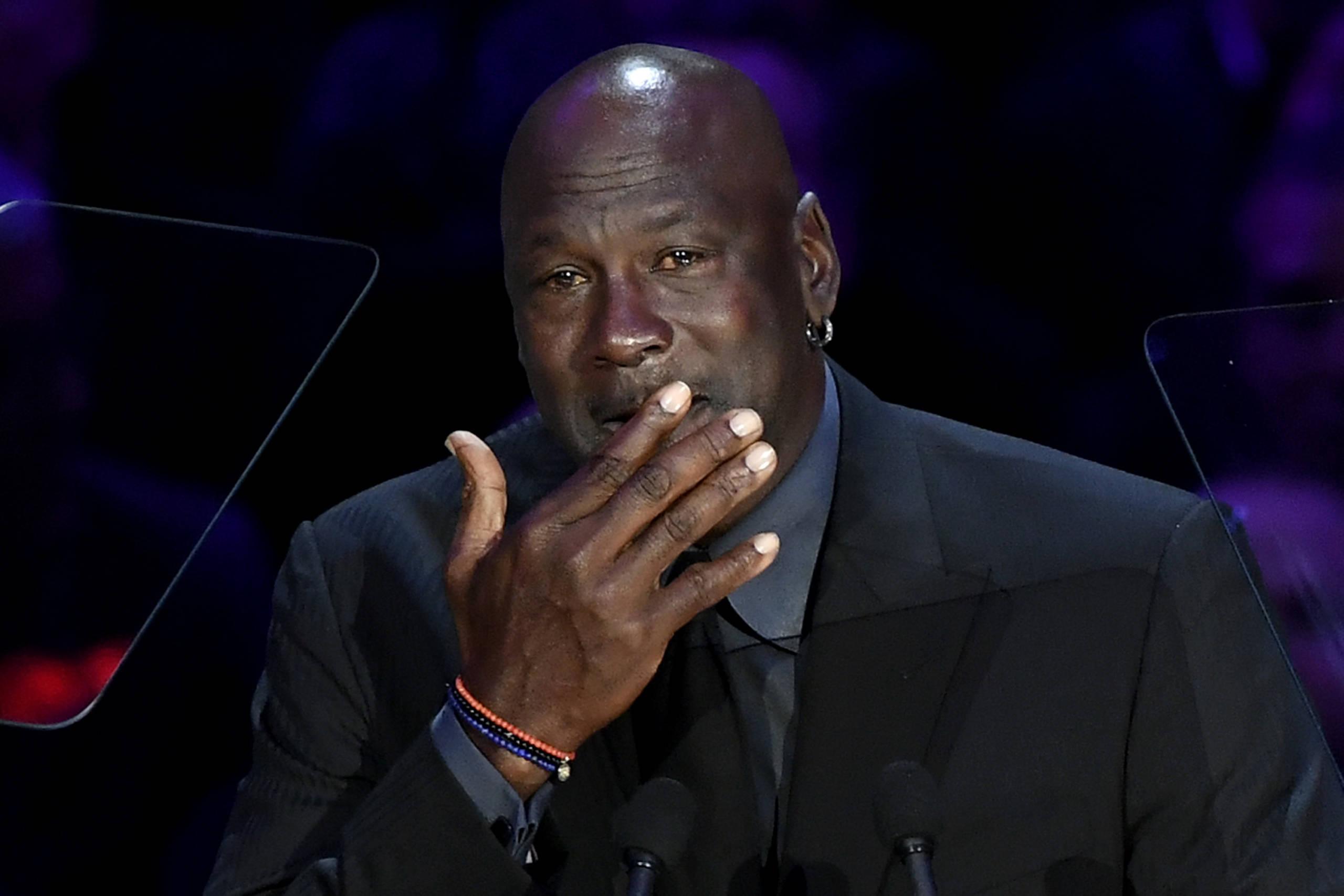Jordan se emociona em homenagem a Kobe Bryant