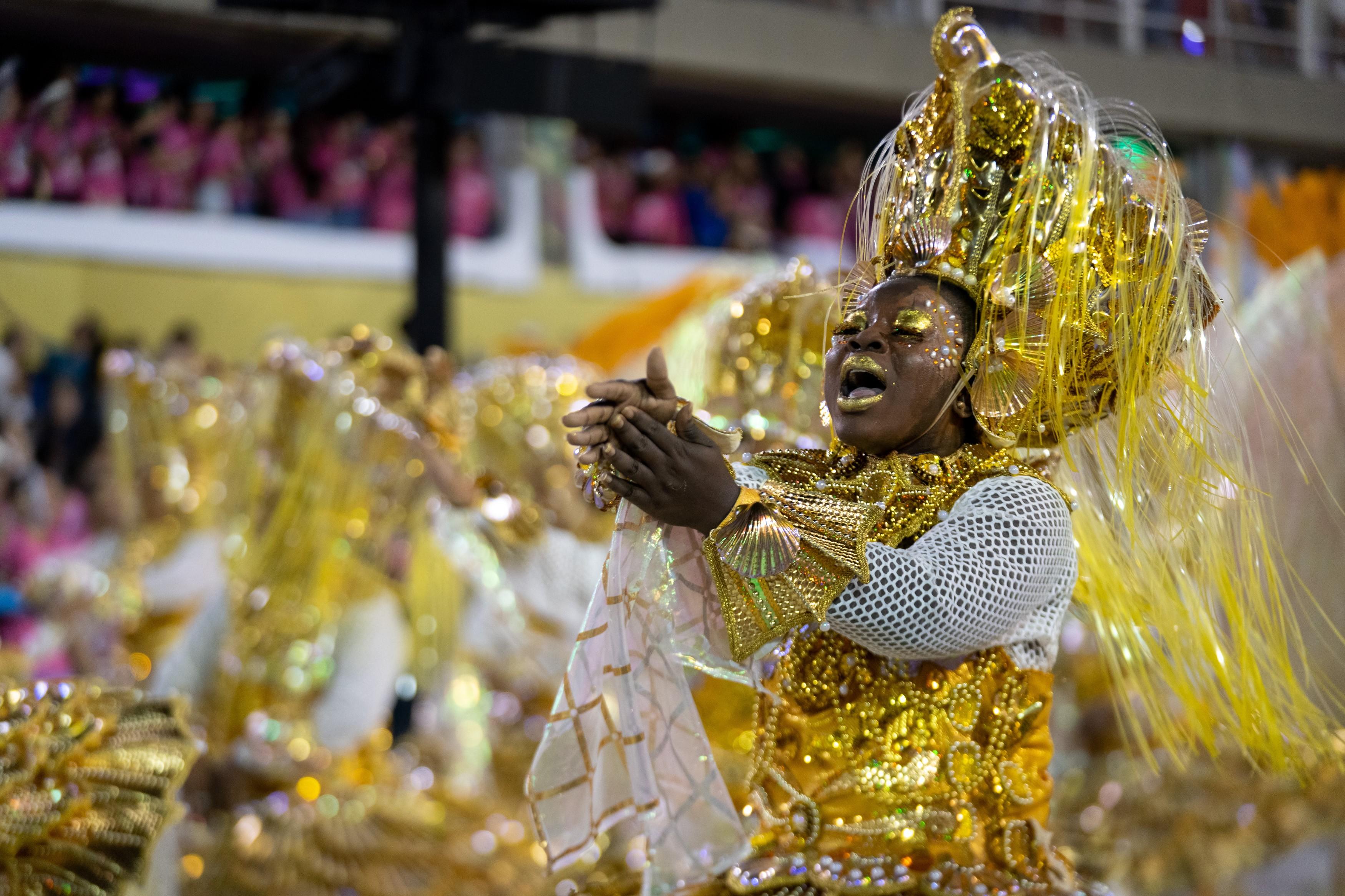 Ganhadeiras de Itapuã fazem jus ao nome com vitória da Viradouro no Carnaval do Rio