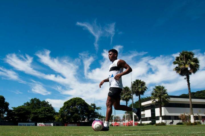 Diogo Vitor segue fora do dia a dia do Santos; entenda a situação