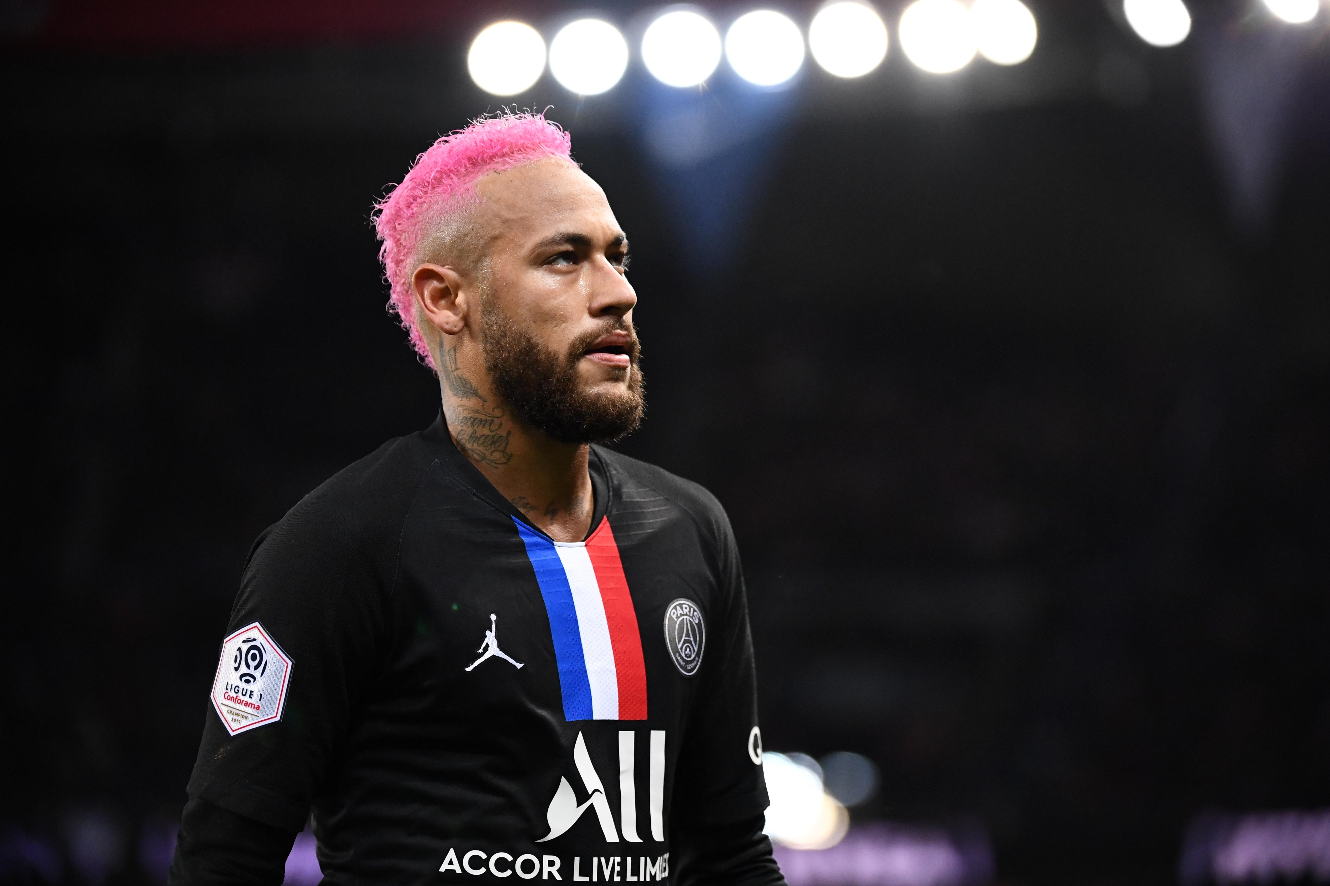 Neymar de cabelo rosa! Veja as fotos do novo visual do camisa 10