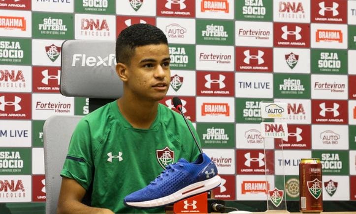 No Fluminense, meia Miguel chama companheiro Nenê de velho: