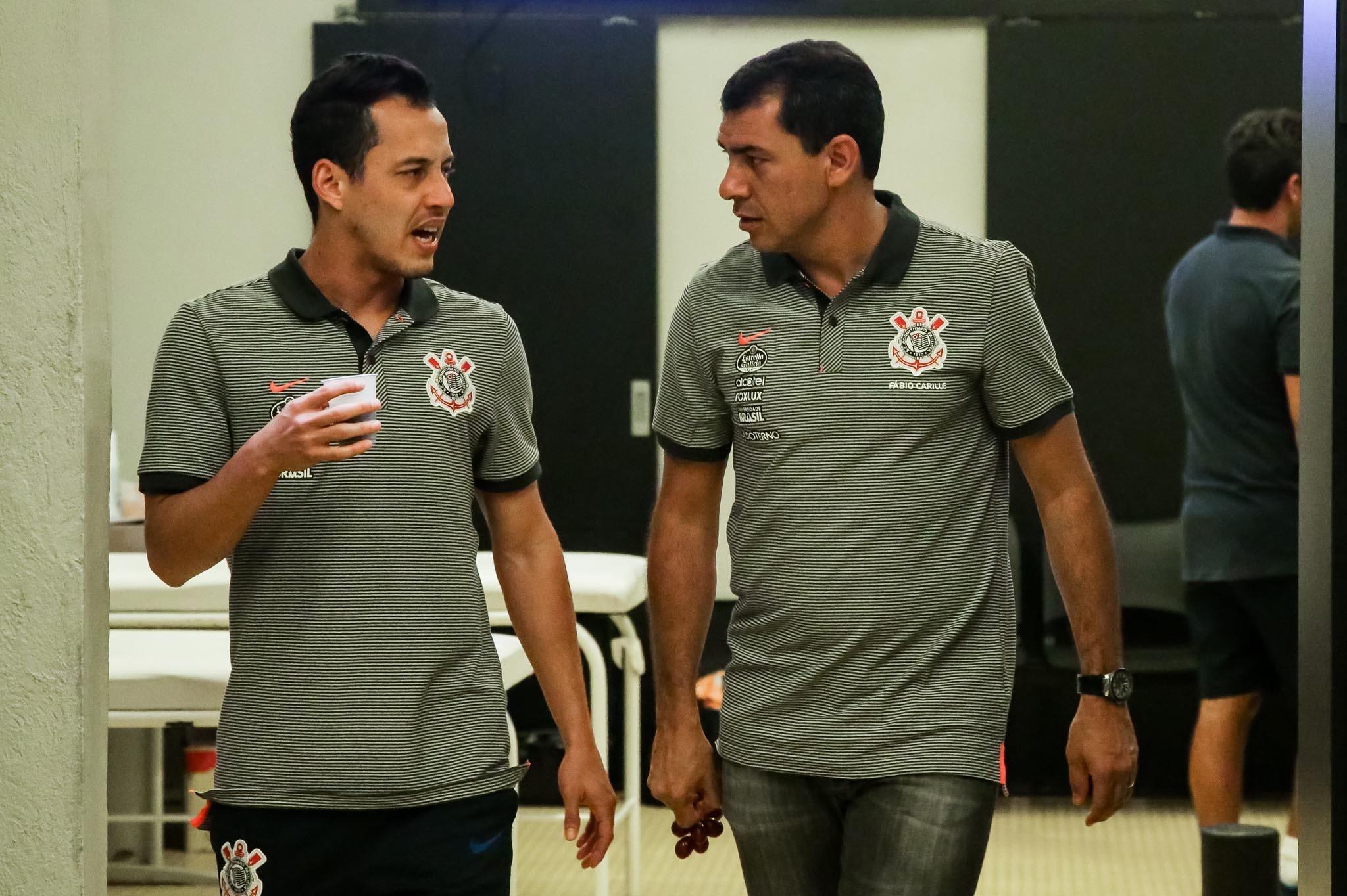 Rodriguinho vê como injustas críticas a Carille no Corinthians