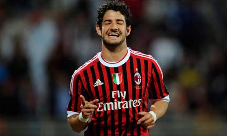 Pato conta por que caiu de produção no Milan e elogia Ancelotti