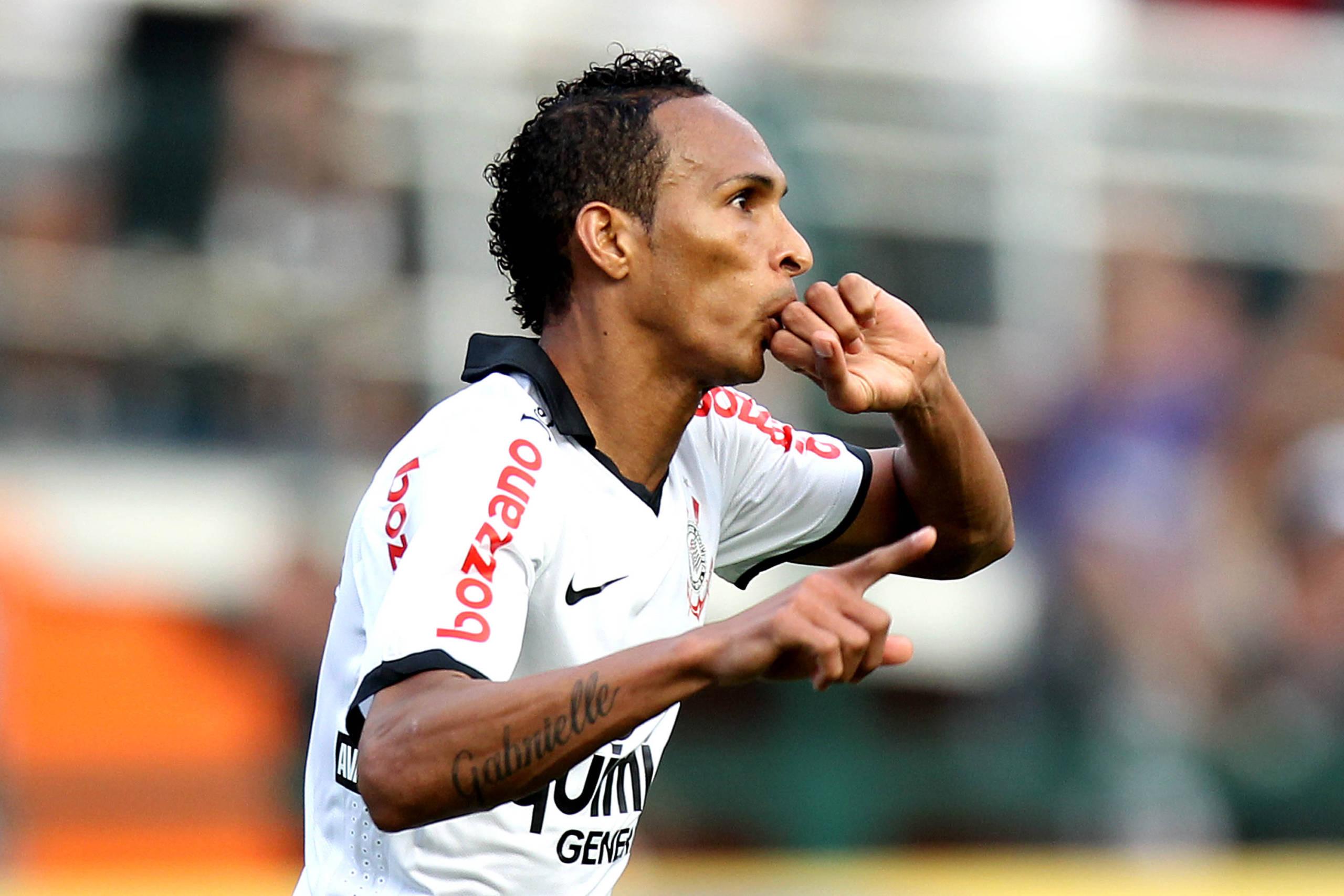 Relembre imagens de Liédson pelo Corinthians