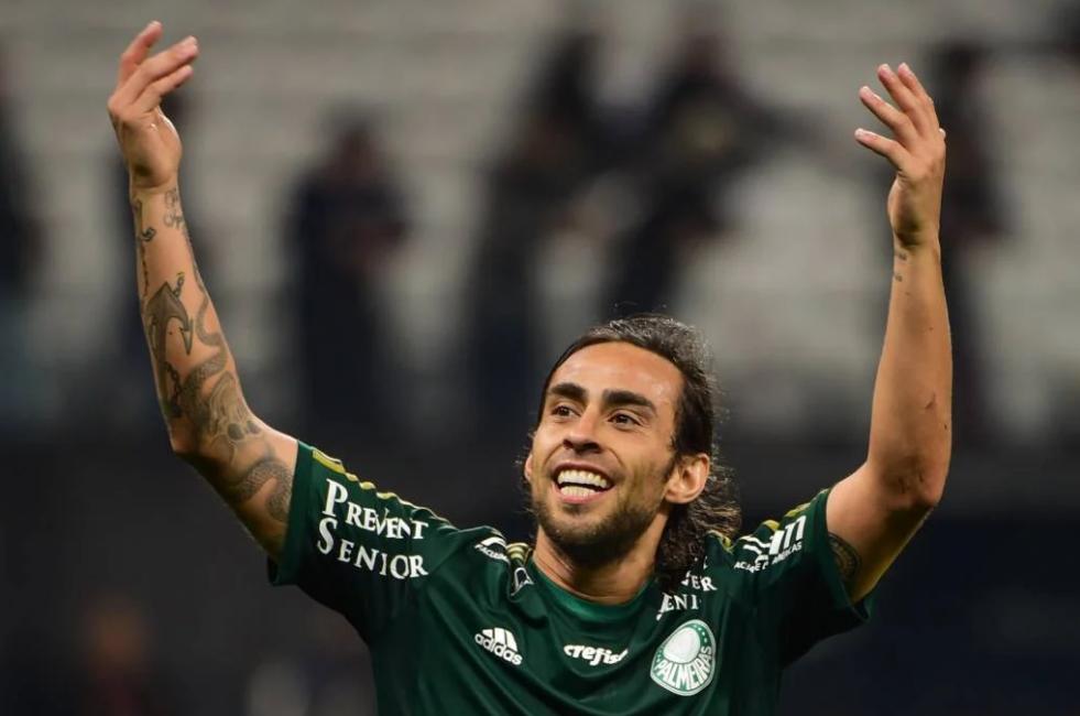 Valdivia revela ver vídeos seus no Palmeiras e expressa gratidão por torcida e clube
