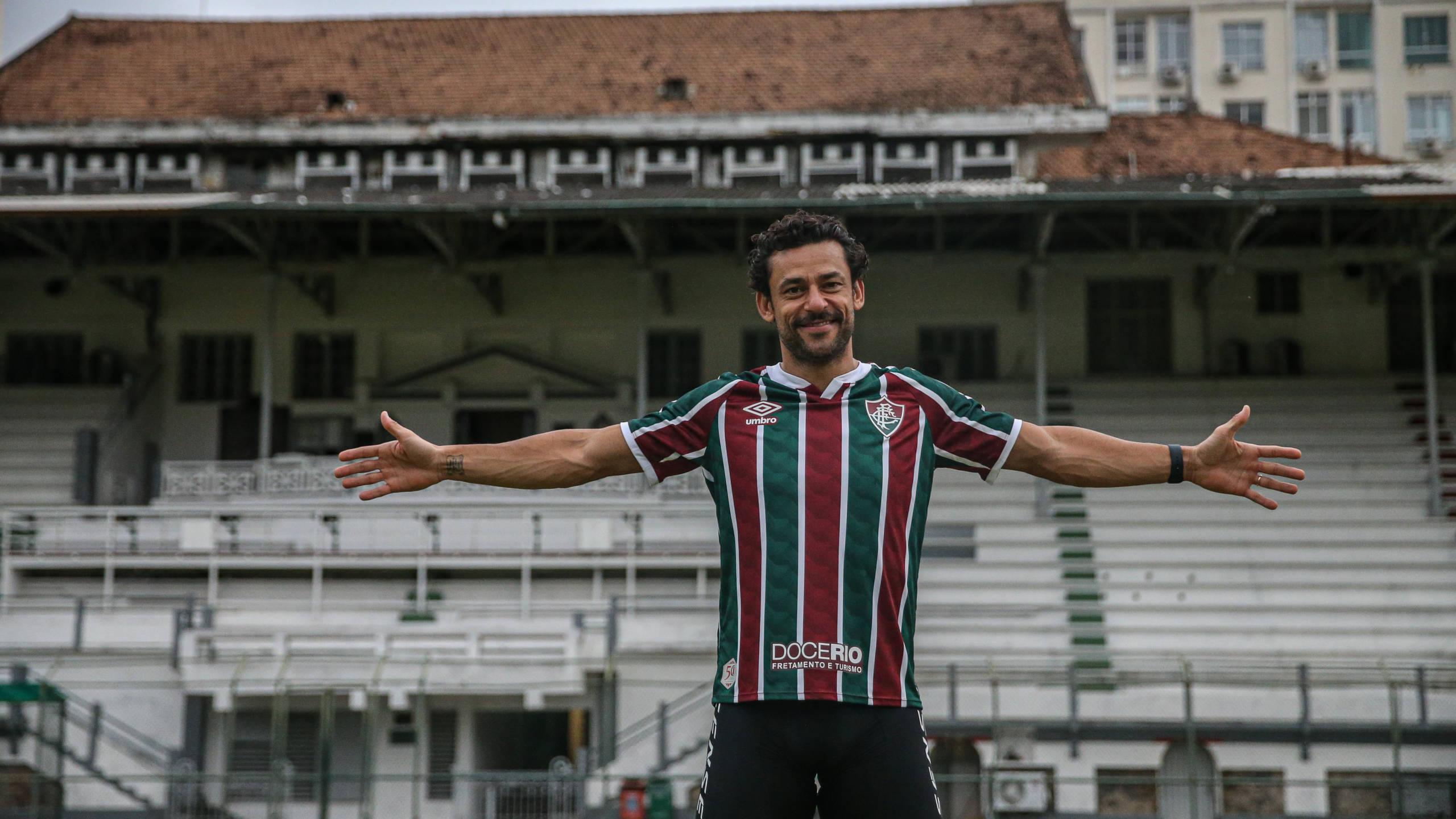 Saga de bicicleta chega ao fim e Fred enfim assina contrato com Fluminense